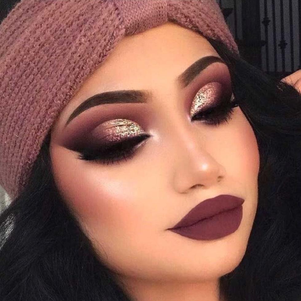 woman wearing brown shade make up