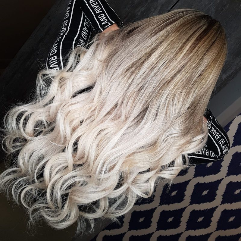 woman with long blonde wavy hair